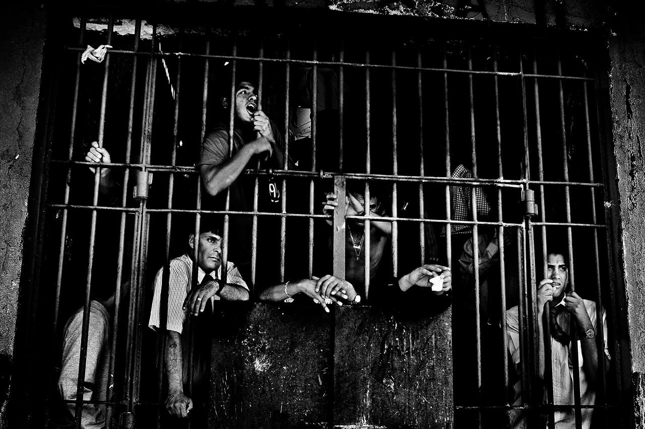 Encerrados. 74 prigioni, 10 anni e un libro in Crowdfunding